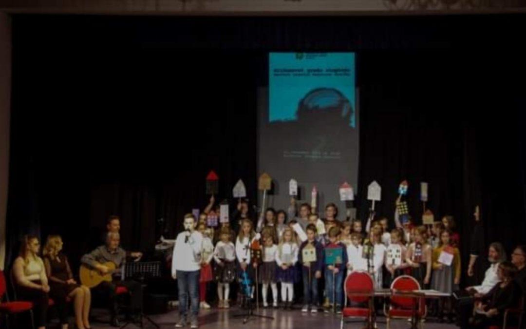 Nastop Otroškega pevskega zbora na recitalu Kajetana Koviča